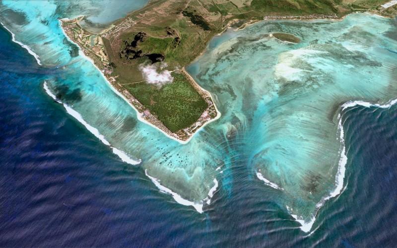 """Mauritius """"underwater waterfall"""""""