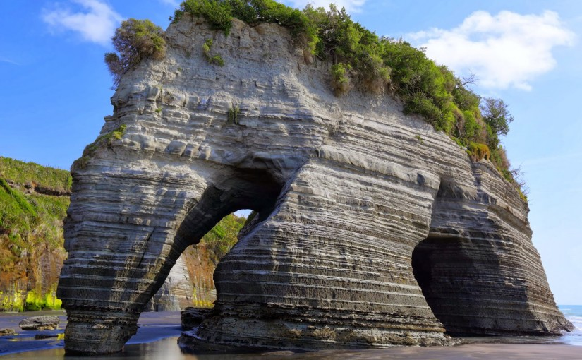 10 Famous rocks that totally look like elephants