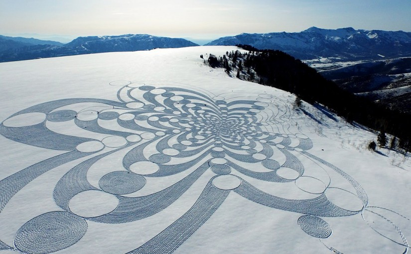 Stunning and intricate designs in snow by Simon Beck